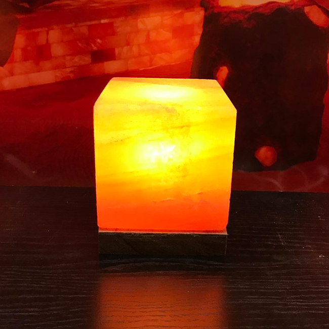 кубична-хималайска-лампа