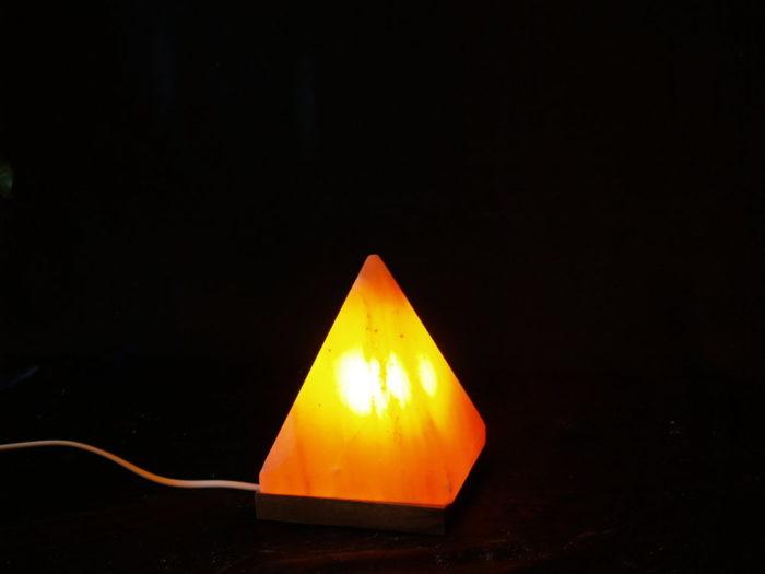 пирамидална-солна-лампа